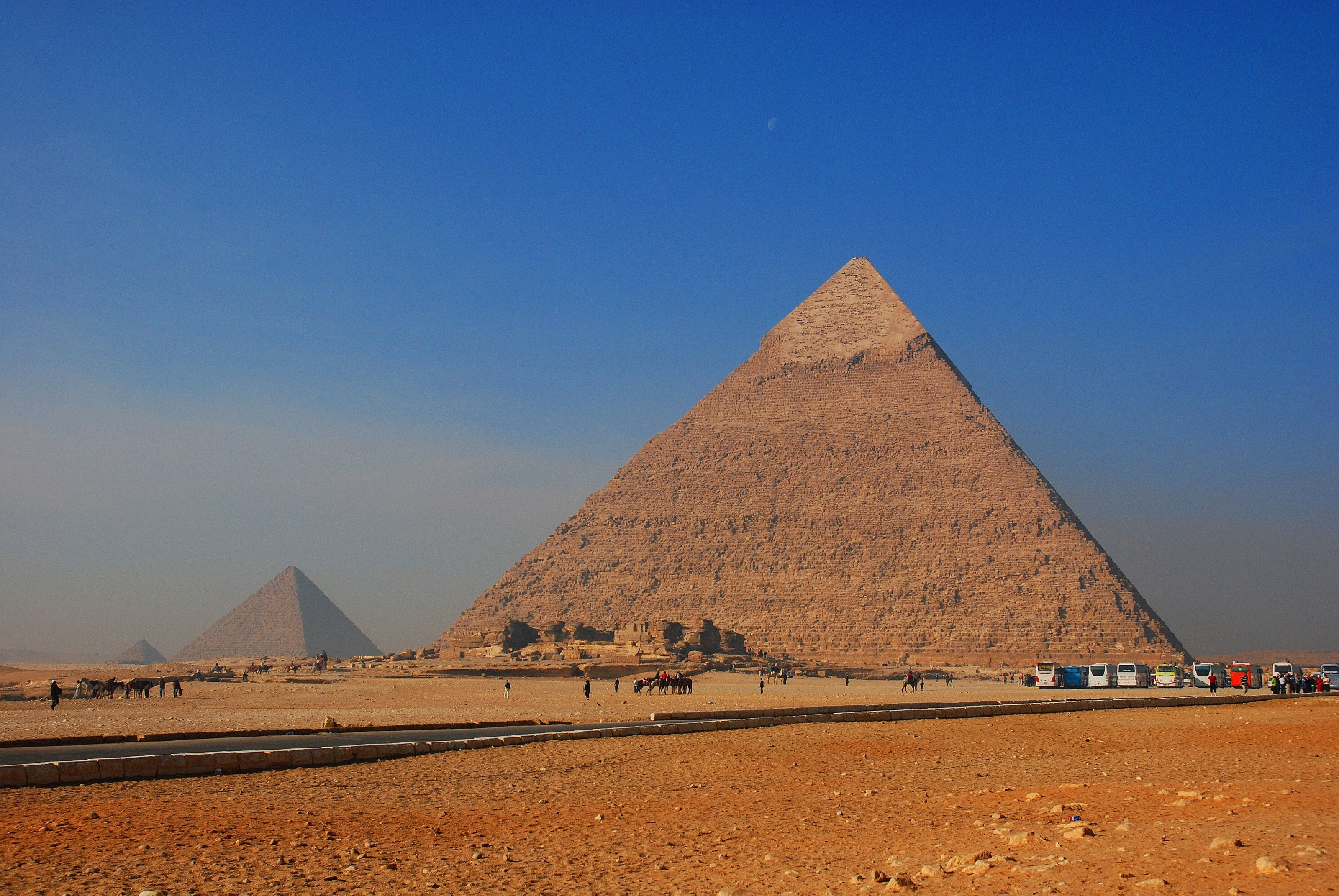 1544002675-8986-ology-pyramid-giving-cairo-3