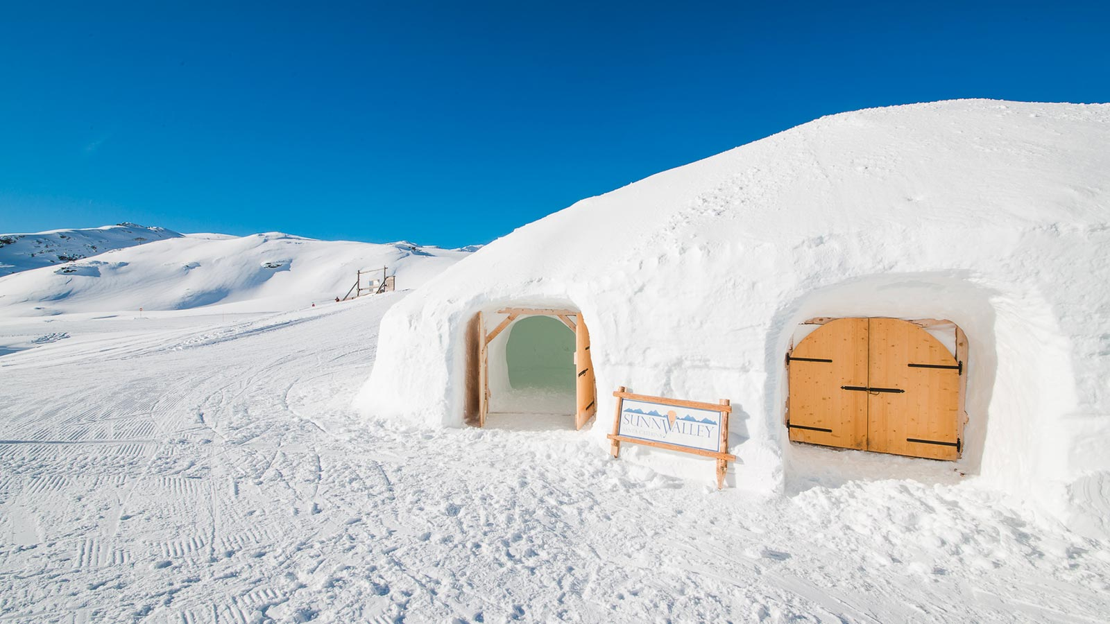 03-sunnyvalley-igloo-outdoor-snow-bar-relax